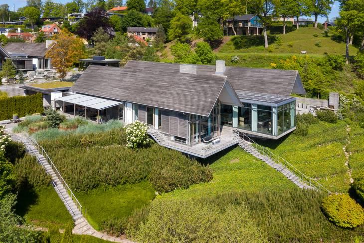 Den luksuriøse villa er sat til salg for knap 50 millioner kroner. Foto: LILIENHOFF