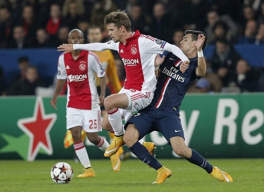 Ajax sejrer og låner førstepladsen i Æresdivisionen - Ekstra Bladet