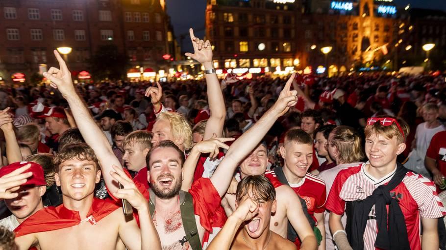 Stemningen var euforisk på Rådhuspladsen tidligere på aftenen. Foto: Rasmus Flindt Pedersen