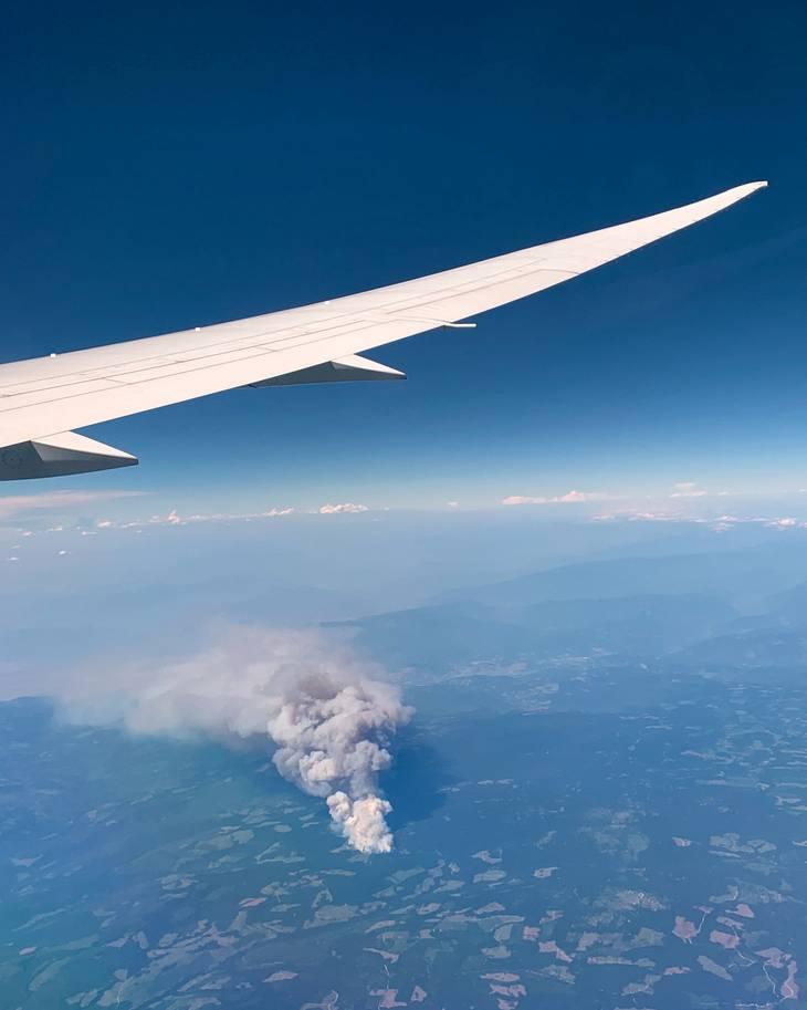 Skovbranden i Lytton set fra et fly. Foto: Karin Schmidlin via Reuters