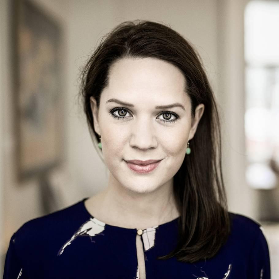 Amalie Dollerup midt under optagelserne: nu er skuespiller blevet mor