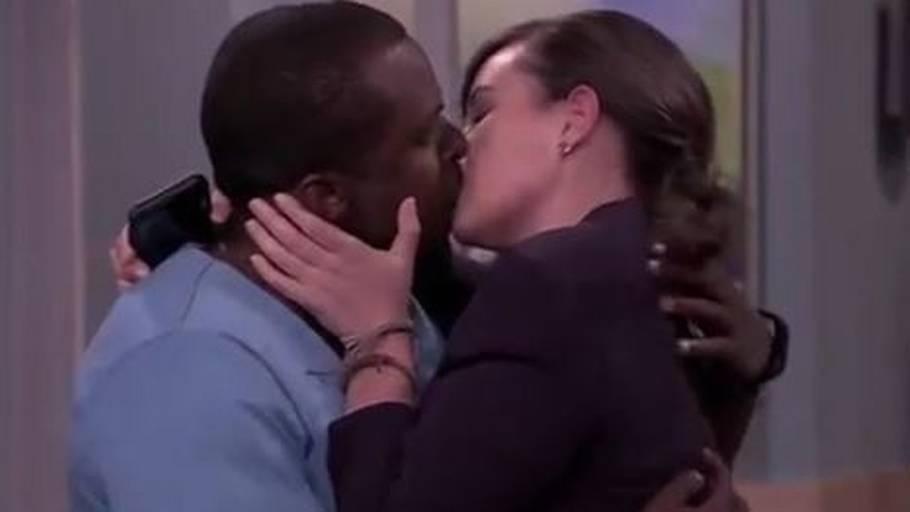 Hvid kvinde har sex med sorte mænd