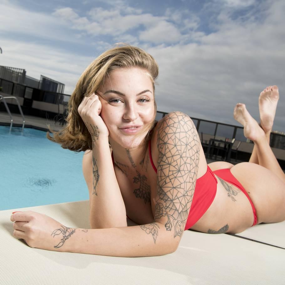 5878dbcfb0a 'Love Island'-Olivia: Kig bare på mine bryster – Ekstra Bladet
