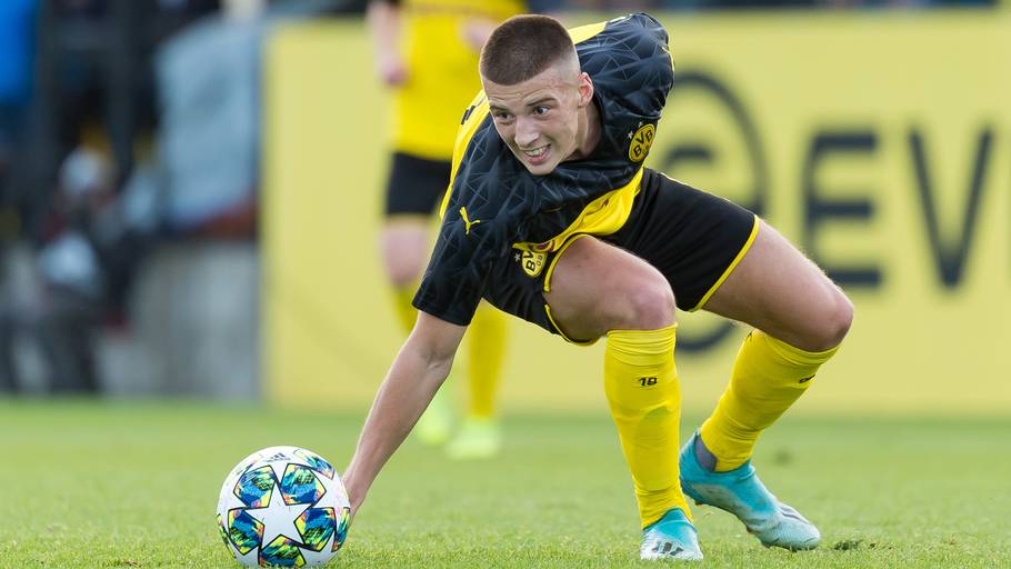 Tobias Raschl i aktion for Dortmunds Youth League-hold mod Inter Milan. Foto: Getty Images