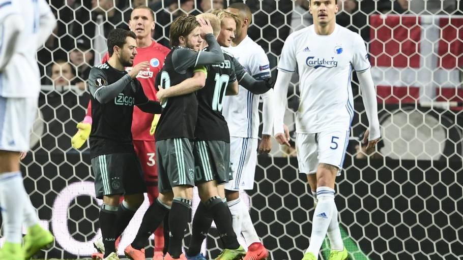 e7d3f471 Lasse Schöne jubler efter Ajax' udligning. Foto: Lars Poulsen