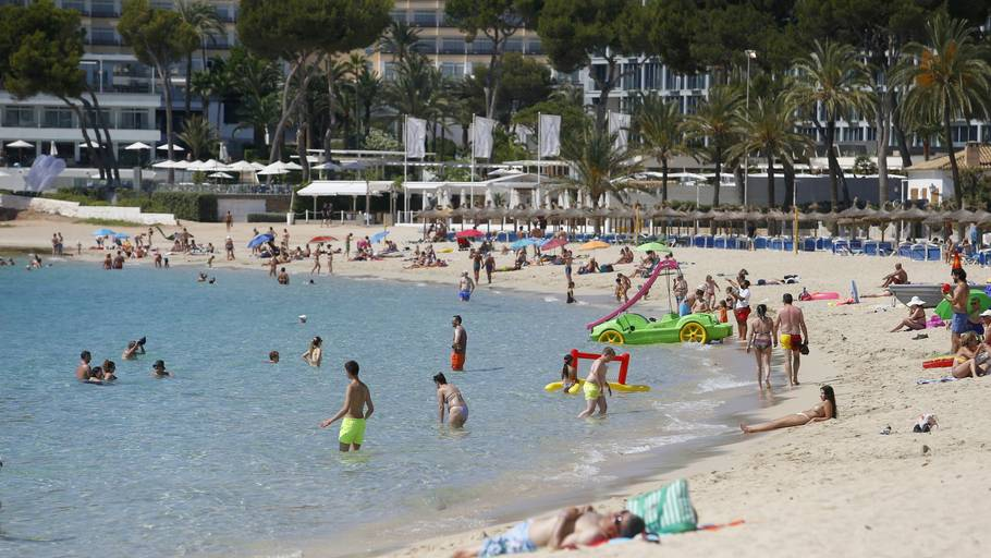 Turisterne på Mallorca kan se frem til en reel hedebølge. Foto: Enrique Calvo