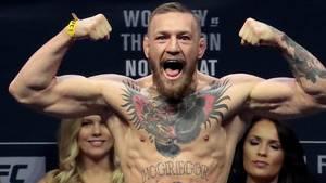 Conor McGregor kvitter MMA. i hvert fald for en stund. Han skal nemlig spille skuespil i en kæmpe serie. Foto: AP/Julio Cortez.