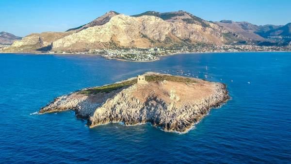 Isola delle Femmine er ubeboet, så du kan dermed få din egen private ferieø. Foto: CNN Travel