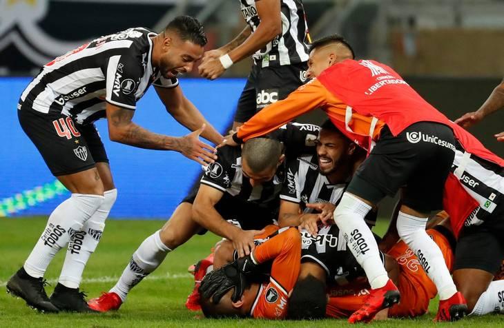 Atlético Mineiro-spillerne jubler efter det afgørende straffespark. Foto: Bruna Prado/Ritzau Scanpix