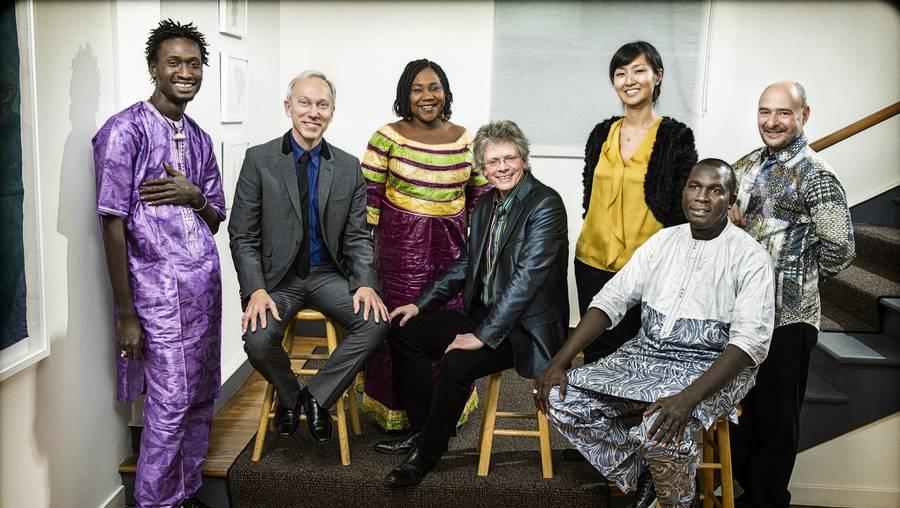 'Ladilikan' er Trio Da Kalis debut - garvede Kronos Quartet har talrige album bag sig. Foto: Jay Blakesberg