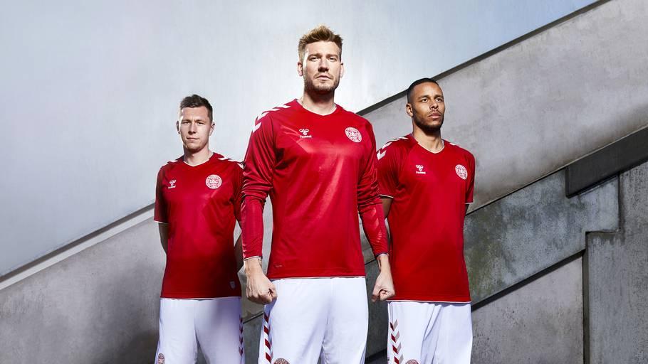 22c6e34ae65 Lukas Lerager, Nicklas Bendtner og Mathias 'Zanka' Jørgensen viser VM-trøjen  frem
