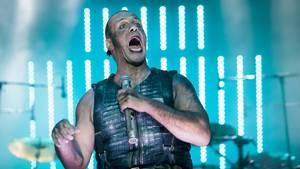 Till Lindemann i front for Rammstein, der optrådte i Fængslet fra klokken 21.05 til 22.35. Foto: Per Lange