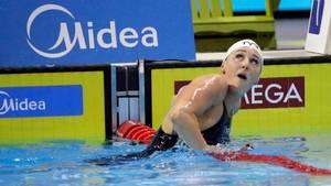 Jeanette Ottesen nærmer sig en ny medalje ved VM på kortbane i Canada. Foto: Ap/David J. Phillip.