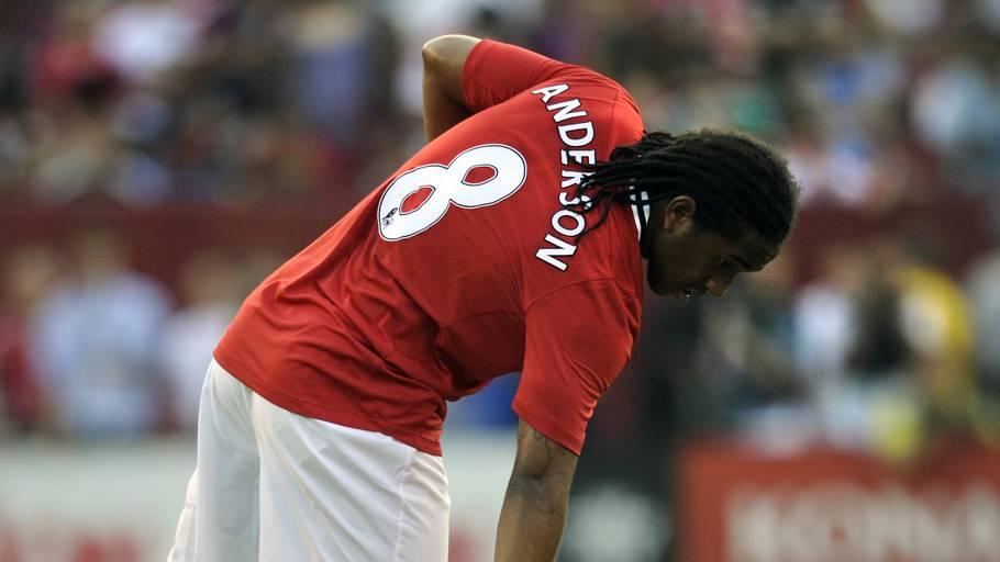 Anderson kigger til Rafael i en Manchester United-kamp i 2011. Foto: Cliff Owen/Ritzau Scanpix