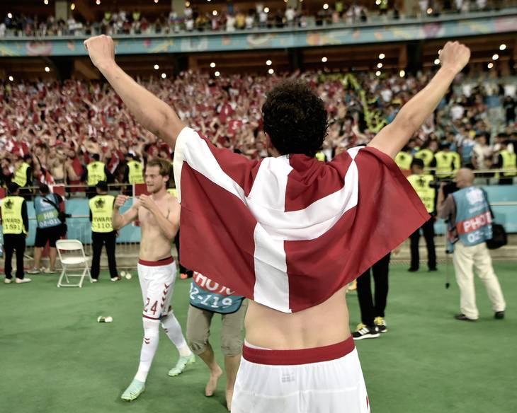 Thomas Delaney efter den danske triumf i Baku, hvor billetten til semifinalen blev indløst. Foto: Lars Poulsen.