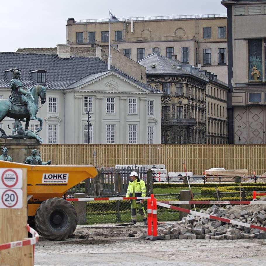 0f036d3af2d Nylagte sten på ikonisk plads rives op igen: Helt efter planen – Ekstra  Bladet
