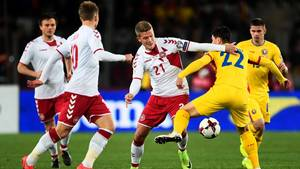 William Kvist (tv.) er tilfreds med den danske indsats mod Rumænien trods det uafgjorte resultat. Foto: Lars Poulsen
