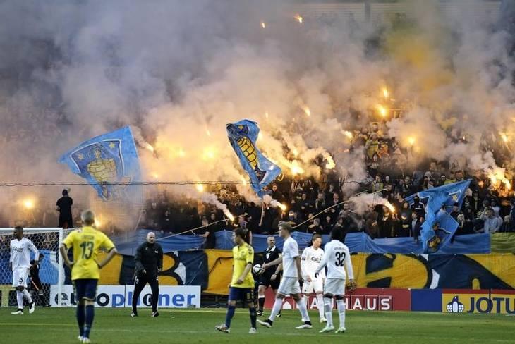58a74fce Der var gang i romerlysene mod FCK i mandags (Foto: Jens Dresling)