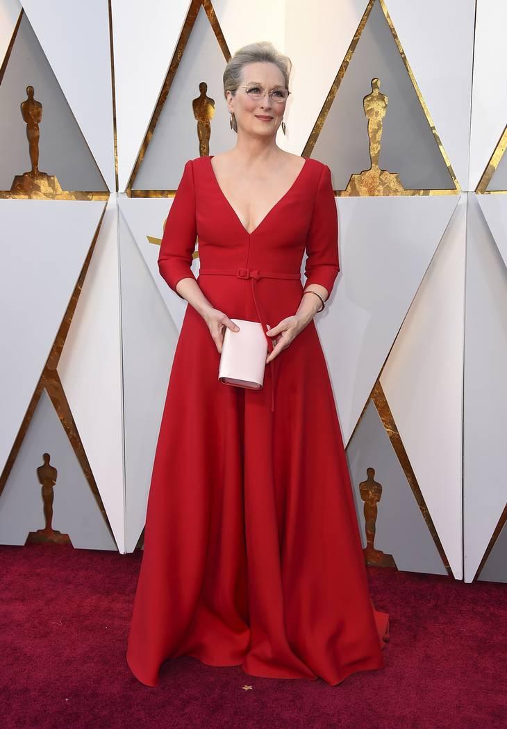 cd929d02e5c1 Smukke Meryl Streep i rød Christian Dior. Foto  AP