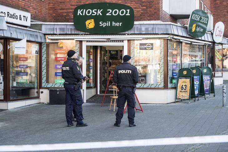 I denne kiosk på Søborg Torv fik et medlem af Bandidos en smadret flaske tværet rundt i ansigtet. Foto: Kenneth Meyer