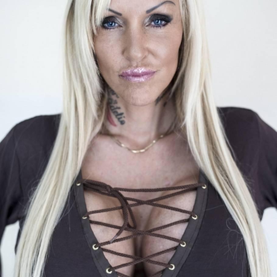 slang for penge unge piger med store bryster