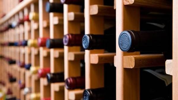 f544f175d95 Der opstår ofte forvirring omkring hvor længe en vin kan holde sig, både  når den er åbnet og når den ikke er. Her er et par gode råd og fakta
