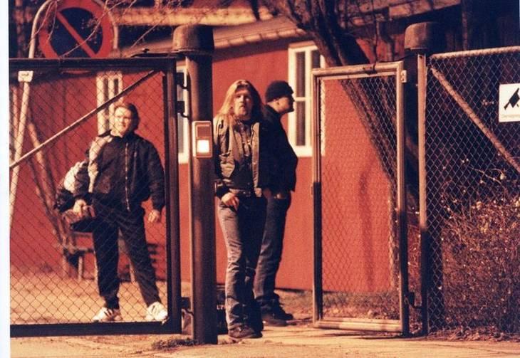 Fehår i midten ved Vestre Fængsel efter, at han og to rockerbrødre i første omgang klarede frisag i en drabssag fra Københavns Lufthavn og blev løsladt fra varetægtsfængslingen . Foto: Johnny Frederiksen