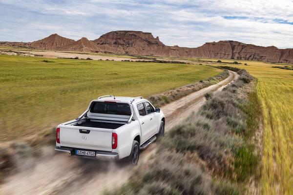 Low-range gearkasse og differentialespæære (ekstraudstyr) gør X-klasse habil i terrænet. Foto: Mercedes-Benz