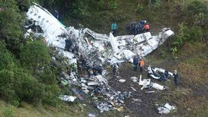 Ligene af de dræbte ved flykatastrofen er nu bragt hjem. Foto: AP