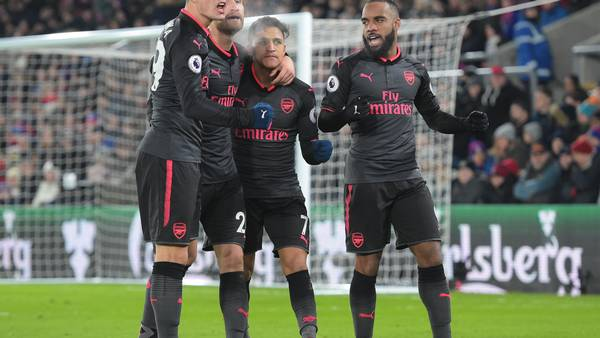 Der var ikke trængsel for at komme til at juble med Arsenals Alexis Sanchez (7) efter 2-1 scoringen mod Crystal Palace. Foto: All Over Press
