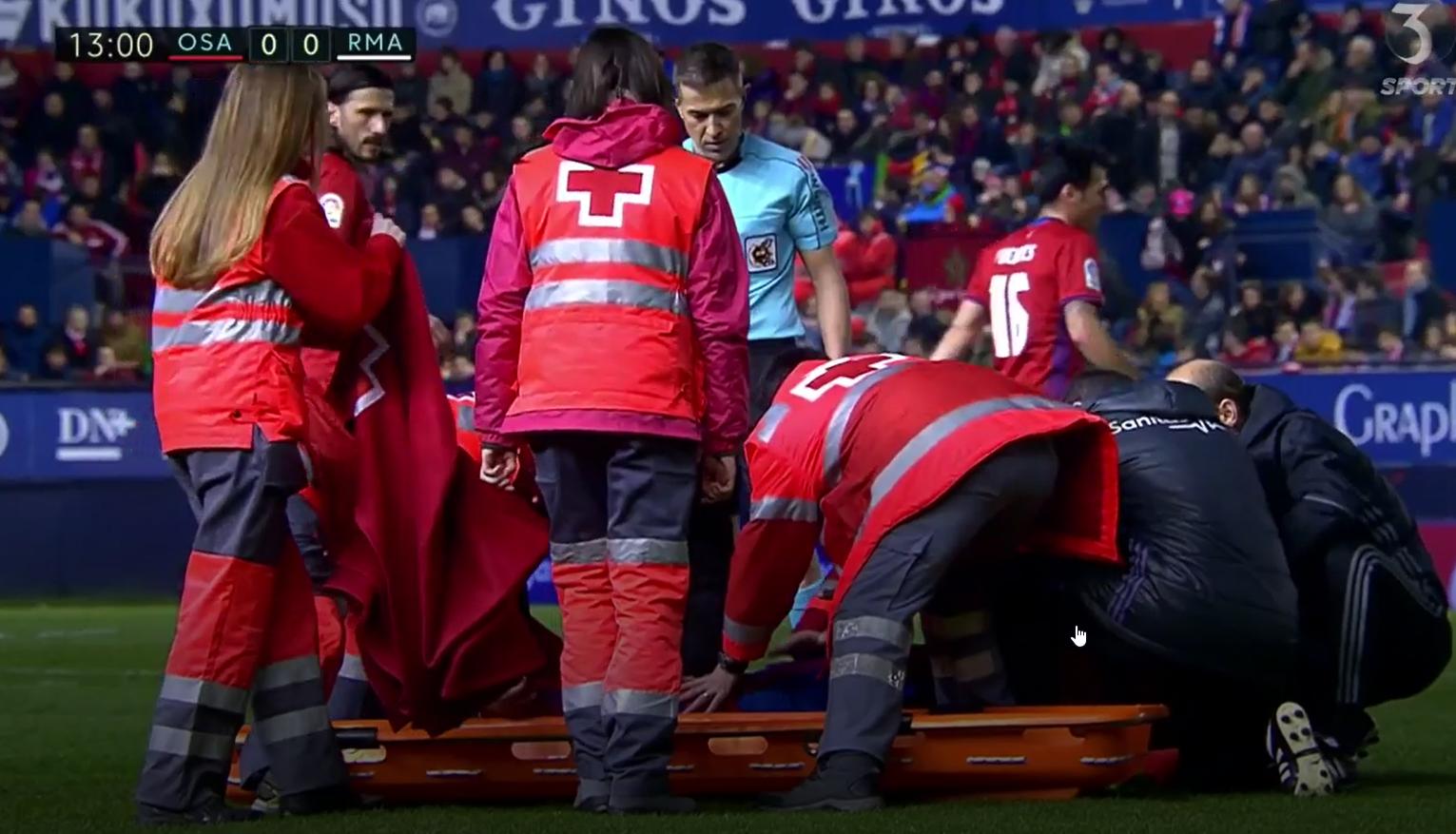 Osasuna-spiller brkker benet.png