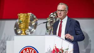 Karl-Heinz Rummenigge mener, at FIFA belaster fodbolden. Foto: All Over Press