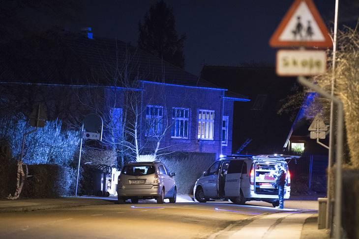 Bandidos' klubhus i Kirkegade i Hvidovre ved aftentide. Der er politi-besøg  efter skyderi i efteråret 2015. Foto: Kenneth Meyer