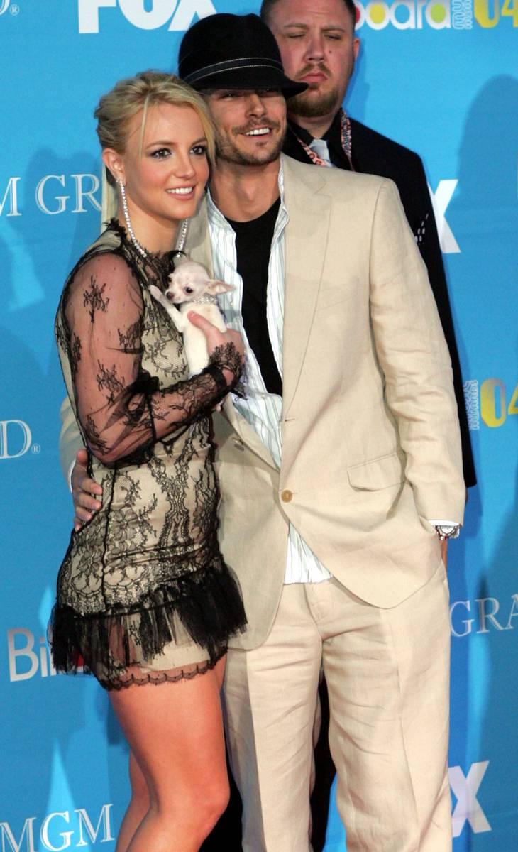 Britney og Kevin Federline blev skilt i 2007. Nu får han flere penge af hende. AP Photo