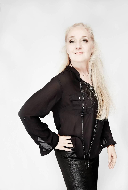 50-årige Cæcilie Norby har været vidt omkring i det musikalske landskab, og udsender nu en duo-plade med bassisten og ægtefællen Lars Danielsson. (Foto: PR-Foto)