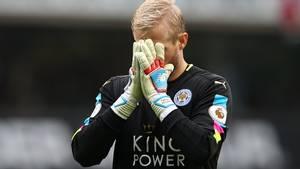 Kasper Schmeichel og Leicester er få point fra nedrykningsstregen, og det kan få flere af klubbens spillere til at søge andre muligheder - heriblandt Kasper Schmeichel. Foto: AP.