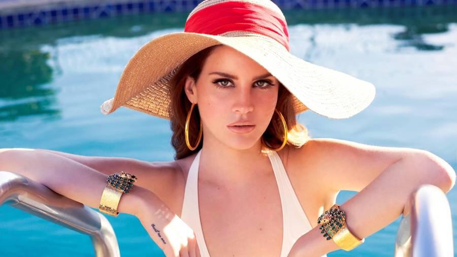 Lana Del Rey bryder sig ikke om at have en beundrer uden invitation boende i sin garage. (Foto: Universal)