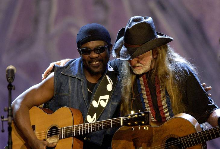 Her optræder Toots Hibbert sammen med country-legenden Willie Nelson. Foto: Getty Images.