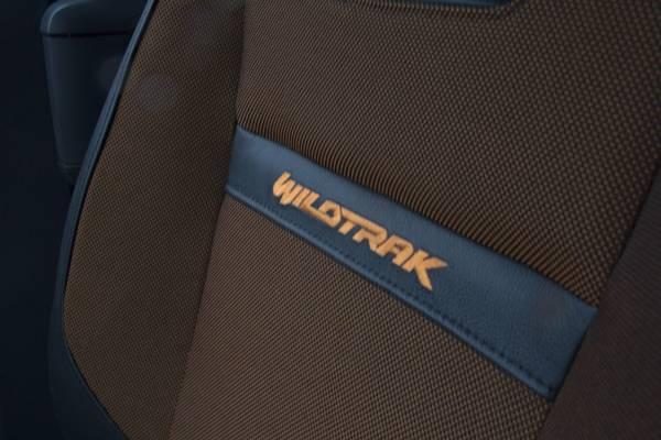 Også sæderne er pyntet i orange nuancer og syninger i den vildere Wildtrak-version. Foto: Niels Friis