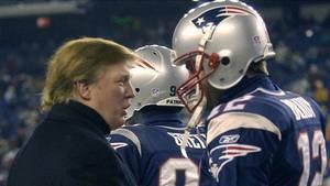 'Kom så, min ven'. Donald Trump giver moralsk støtte til football-stjernen og vennen Tom Brady. Foto: AP