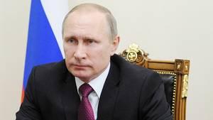 Selv hvis Ruslands svage vækst skulle fortsætte, mener Hans Engell dog ikke, det kan vælte Putin. Foto: AP