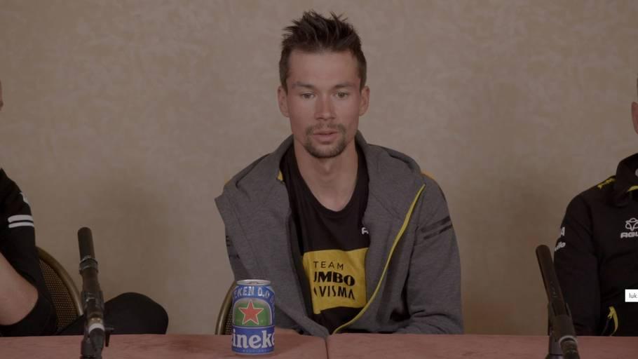 Roglic havde sin egen øl med til pressekonference. Foto: Jumbo-Visma