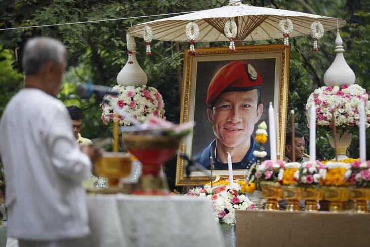 Den thailandske dykker Samarn Kunan mistede livet i forsøget på at redde de 12 drenge og deres fodboldtræner. Foto: Vincent Thian/AP