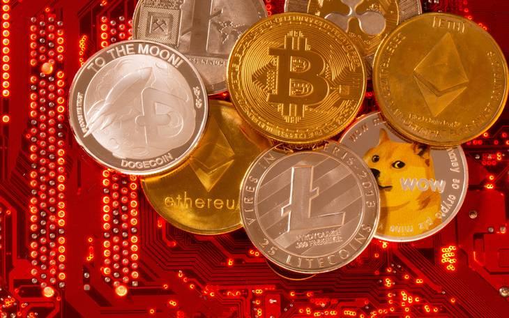 Der findes flere forskellige kryptovalutae - blandt andet Bitcoin, Ethereum, Dogecoin, XRP og Litecoin. Foto: Ritzau Scanpix