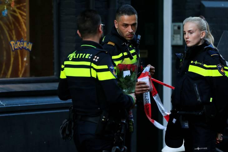 Politiet arbejder på gerningsstedet hvor krimijournalisten blev skudt. Foto: REUTERS/Eva Plevier