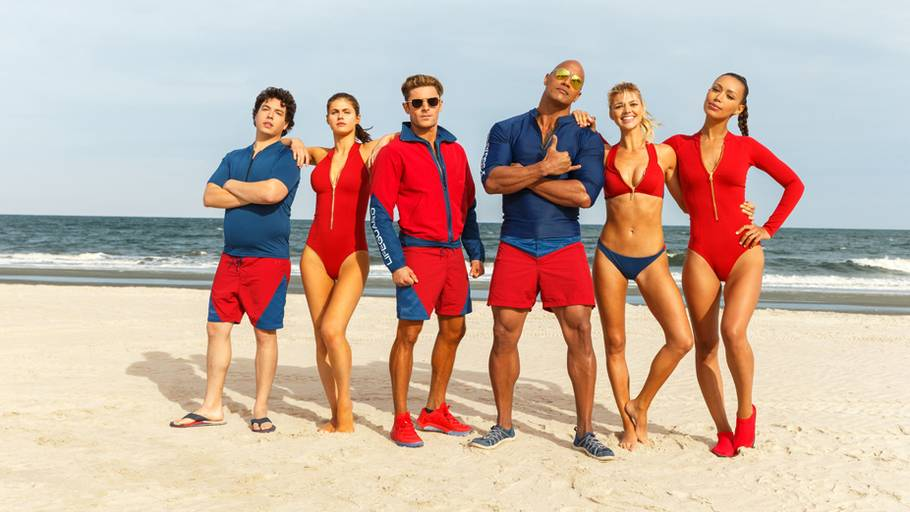 Hele Baywatch holdet med The Rock i front som Mitch Buchanan. Foto: Paramount Pictures