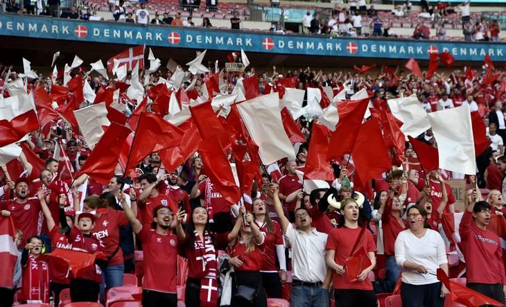 De danske fans på Wembley. Flere har efterfølgende fortalt, at de engelske fans ikke altid var lige imødekommende - for nu at sige det mildt. Foto: Lars Poulsen