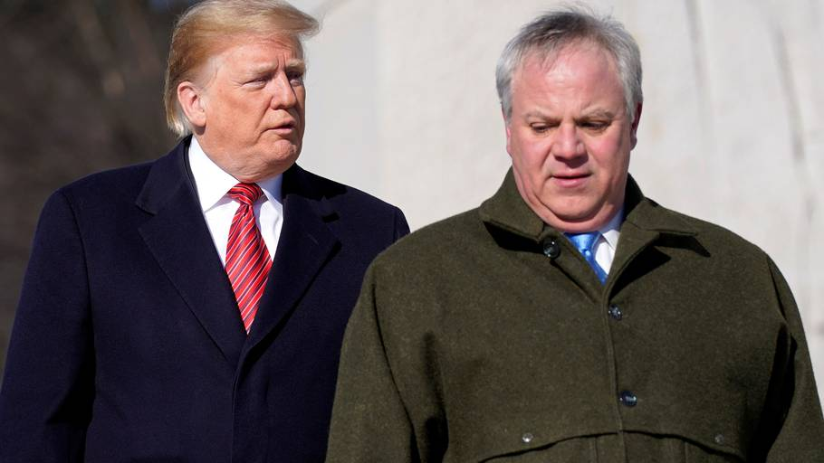 USA's præsident, Donald Trump, med David Bernhardt. Foto: Reuters