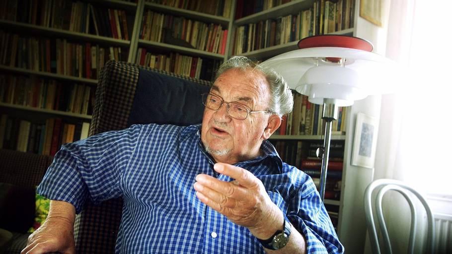 7e8d91269318 Her er den tidligere statsminister fotograferet i sit hjem i anledning af  sin 80 års fødselsdag