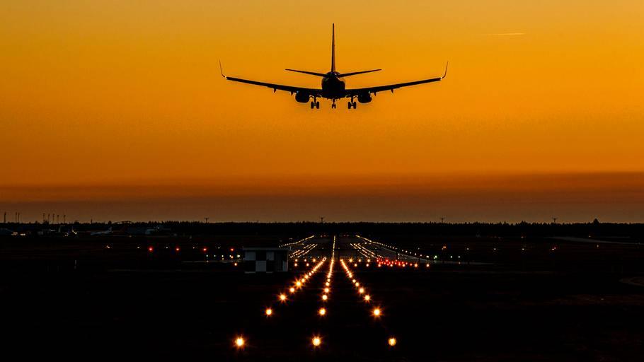 hamborg lufthavn afgange piger odense